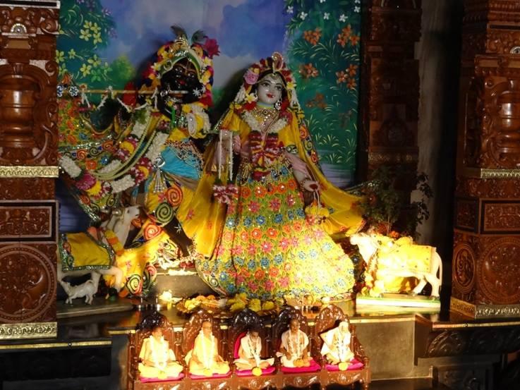 ISKCON Nigdi Deity Darshan 18 Dec 2015 (4)