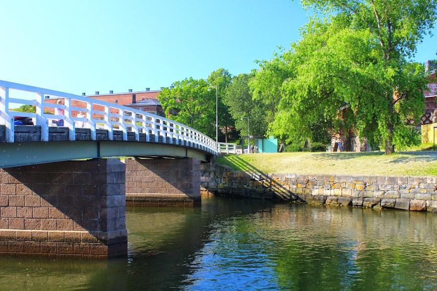 suomenlinna bridge island