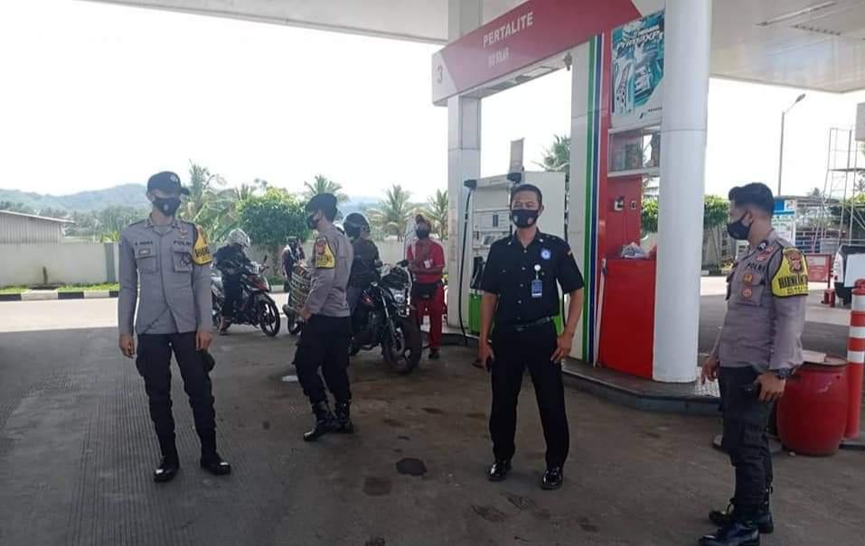 Himbauan Prokes, Polsek Cikijing Polres Majalengka Polda Jabar Secara Humanis di SPBU