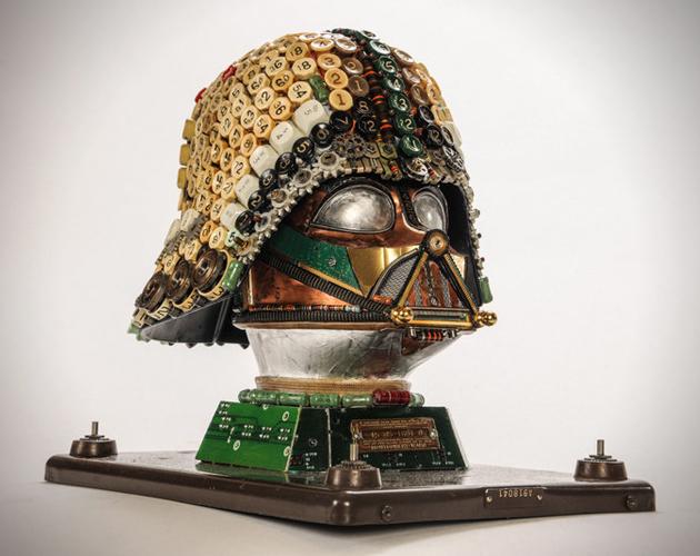 Máscara de Darth Vader creada con materiales reciclados