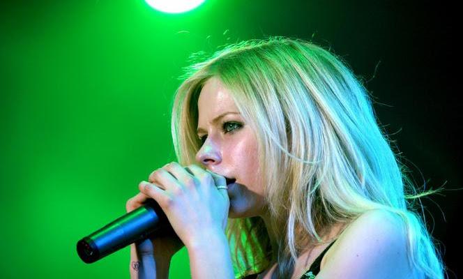 Avril Lavigne anuncia nuevas fechas de su gira europea para el 2022