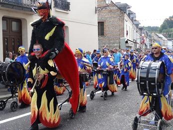 2017.08.13-023 le groupe carnavalesque d'Alizay