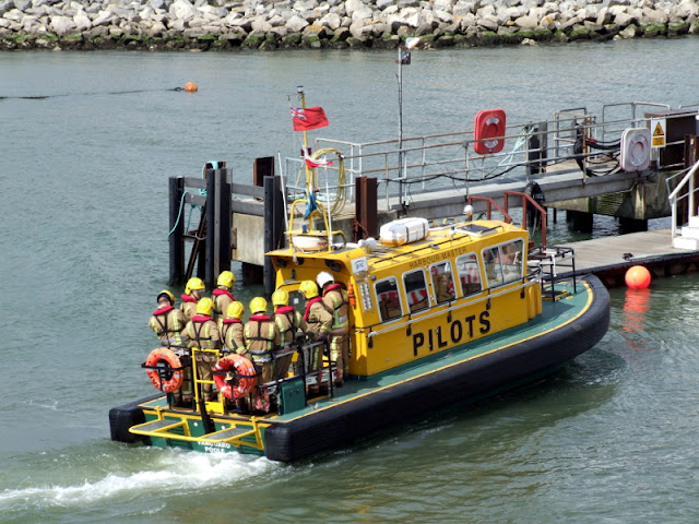 20 April 2012 - Pilot boat Vanguard sets off to Green Island with firefighters onboard (Photo credit: Kevin Mitchell, Maritime Images)