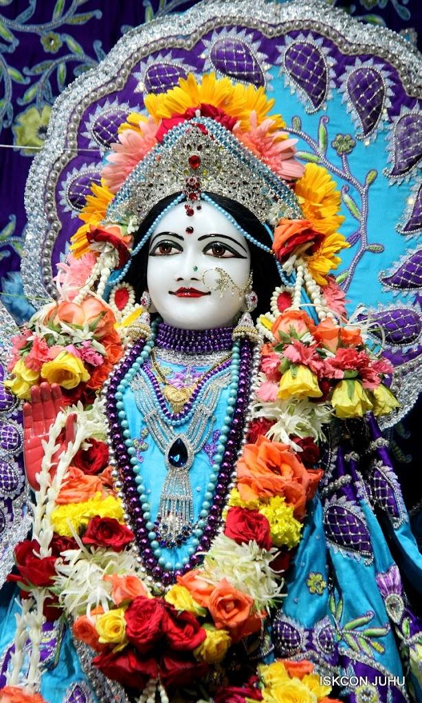 ISKCON Juhu Sringar Deity Darshan 17 Aug 2016 (20)