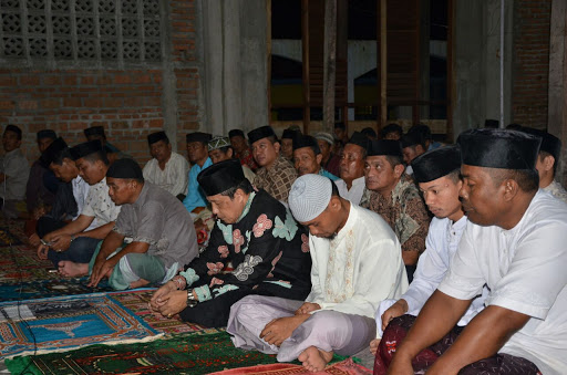 Plt. Bupati Sinjai serahkan bantuan Al-Quran di Mesjid Babul Khair Tongke-tongke