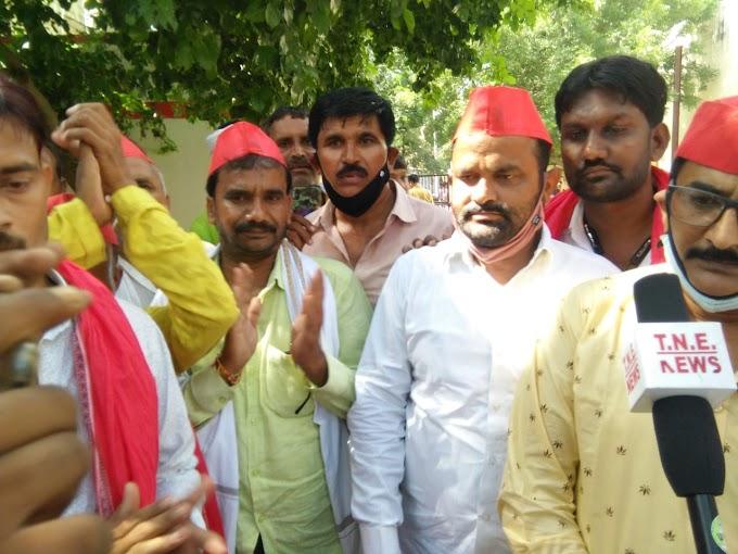 लखीमपुर खीरी में किसानों की निर्मम हत्या एवं बर्बरता के विरोध में समाजवादियों ने सौंपा ज्ञापन :रिपोर्ट कृष्ण कुमार: