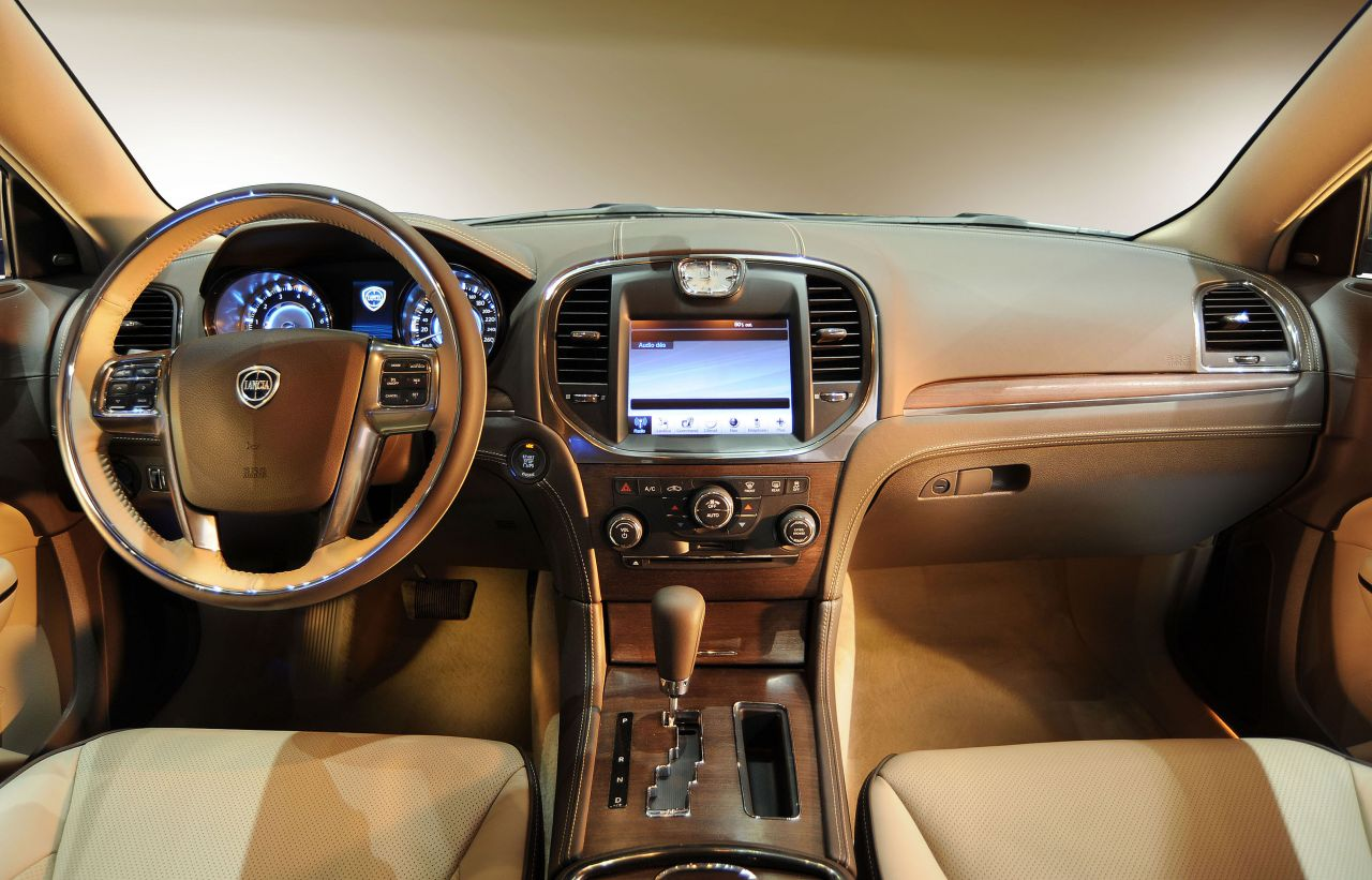 Car Express News Lancia Thema interior official pictures
