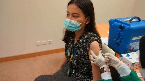 Lawan Pandemi, Karyawan Sarana Jaya Ikuti Vaksinasi Covid-19