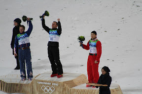 Flower ceremony for the men's aerials