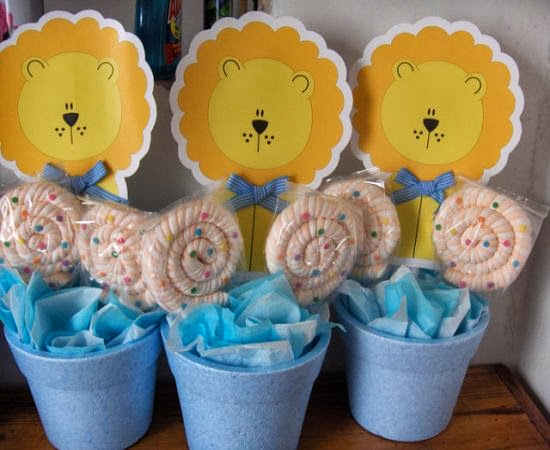 distintivos para baby shower modernos