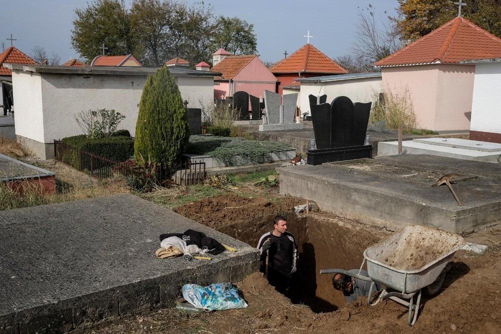 serbia-bungalow-cemeteries-7