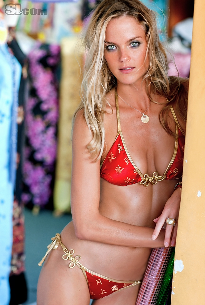 Bikini Girls: Shannan Click Sports Illustrated Bikini Photoshoot 2011