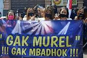 GAK MUREL, GAK MBADOK PEKERJA HIBURAN MALAM DEMO DI PEMKOT TUNTUT PERWALI 33/2020 DICABUT