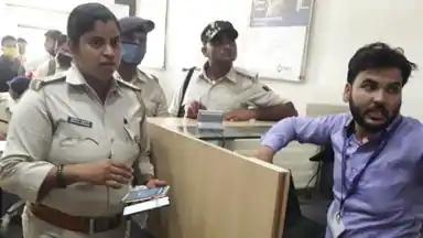 बिहार: वैशाली में दिनदहाड़े बाइक सवार अपराधियों ने बैंक से 4 लाख रुपये लूटे