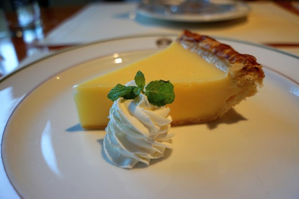 ホテルニューグランド_The Cafe_レモンパイ_撮影:sonyα5100