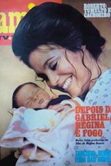 1981---regina-duarte-posa-com-o-terceiro-filho-gabriel-fruto-de-seu-casamento-com-o-publicitario-argentino-daniel-gomez-para-a-capa-da-revista-amiga-tv-tudo-1360007106720_400x600