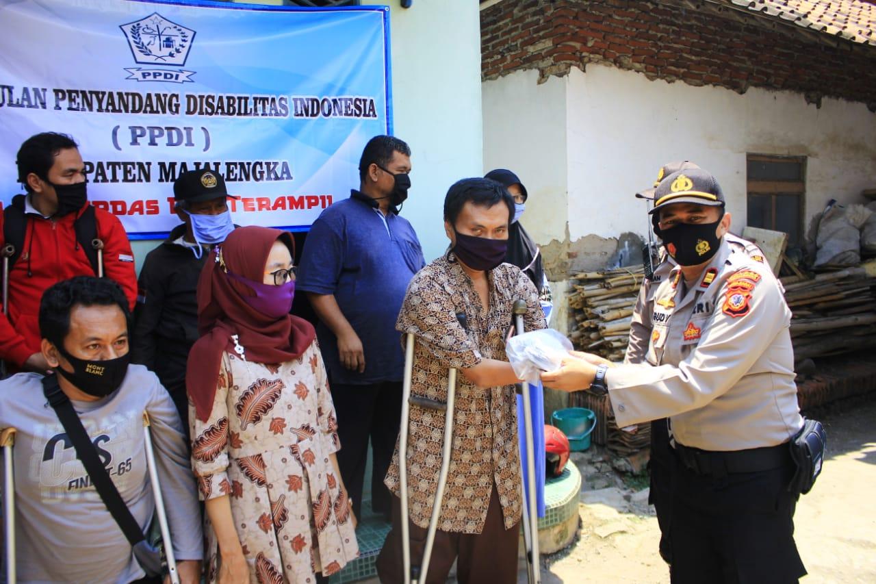 Polres Majalengka Sosialisasi 3M Patuhi Protokol Kesehatan dan Berikan Bansos Pada Penyandang Disabilitas