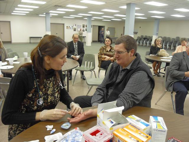 Spotkanie medyczne z Dr. Elizabeth Mikrut przy kawie i pączkach. Zdjęcia B. Kołodyński - SDC13543.JPG