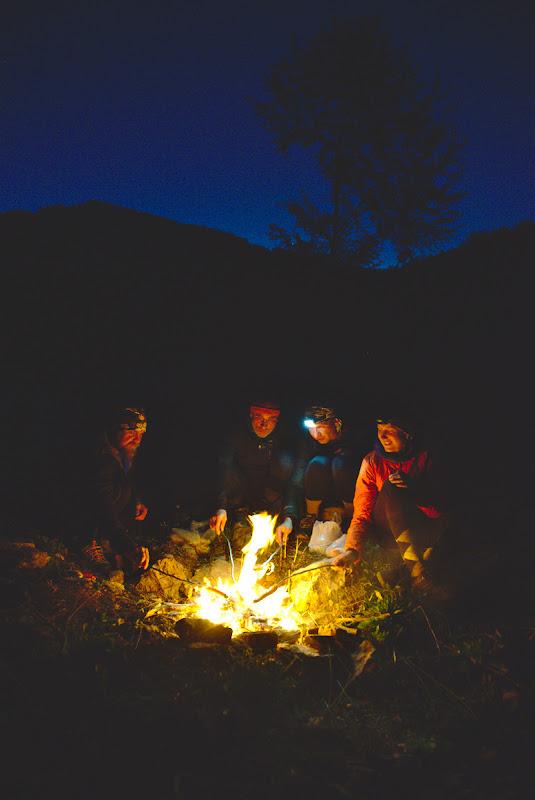 Nu sunt prea multe lucruri de care ai nevoie pentru a fi fericit, prieteni, un foc, un cer plin de stele. Din magia noptilor petrecute sub cerul liber.