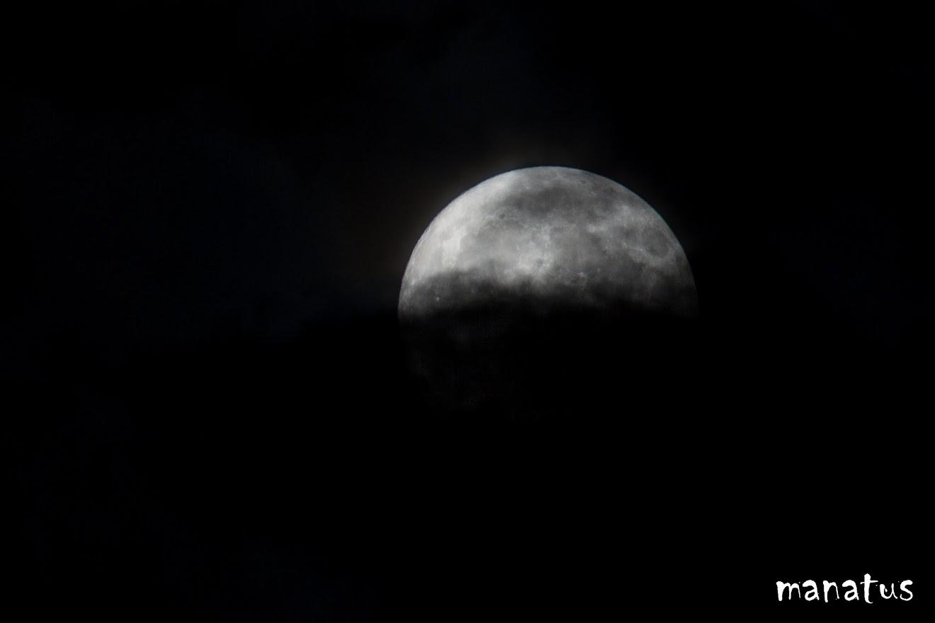 luna entre las nubes