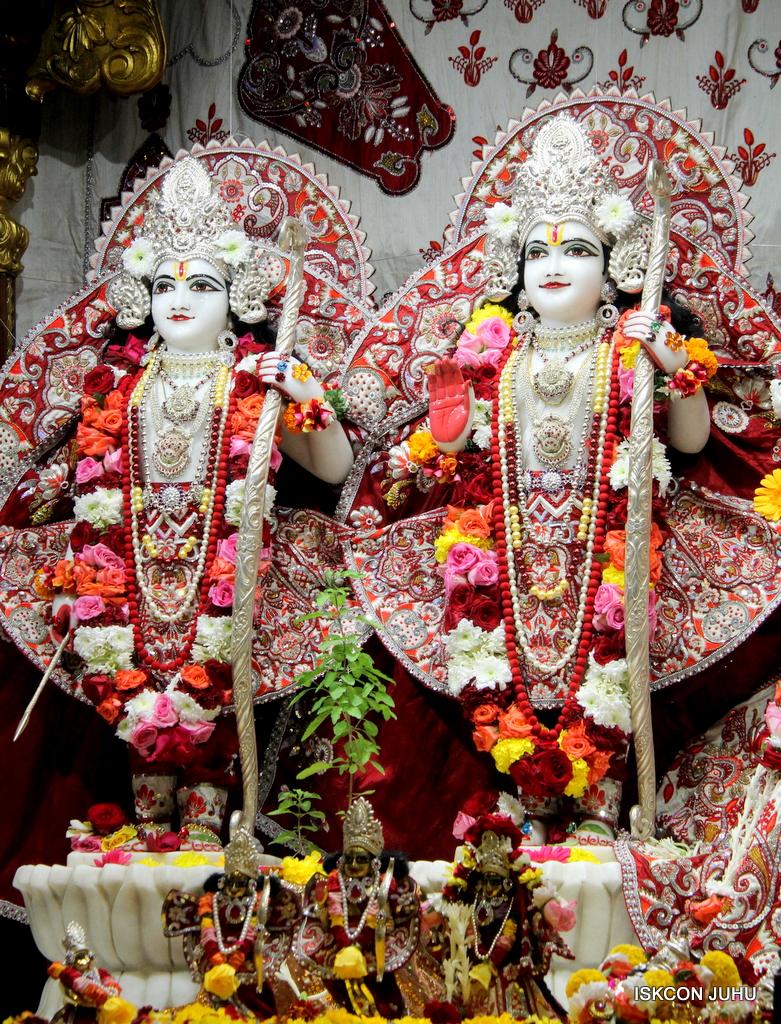ISKCON Juhu Sringar Deity Darshan on 30th Sep 2016 (41)