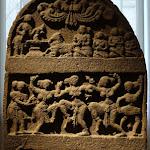 """Stèle commémorative (""""pierre-de-héros""""). Karnataka. Epoque de Vijayanagar. 14e - 15e s. Basalte. MA 53."""