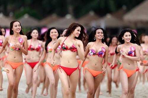 Thi sinh HH Hoan vu VN mac <a target='_blank' href='http://gaixinh.blogsudo.com'>bikini</a> thieu dot bo bien  1