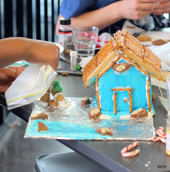 Gingerbread Houses by Baking Makes Things Better (12)