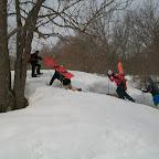 quelques marches dans la forêt la neige est dure