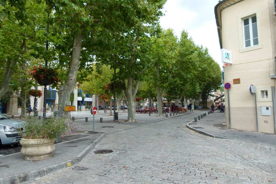 Around Aix