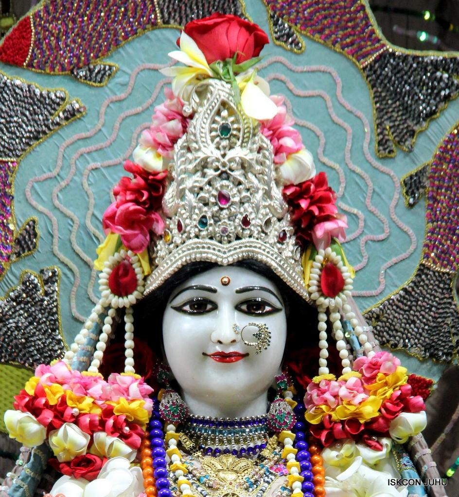 ISKCON Juhu Sringar Deity Darshan on 19th Oct 2016 (14)