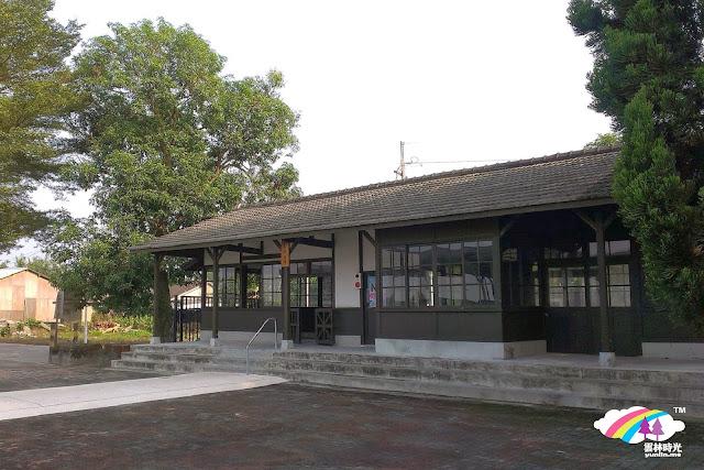 斗六-石榴火車站小站風景 綠樹原木的祕密花園唷!