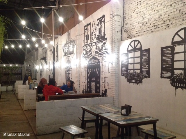maniak-makan-euphoria-cafe-solo-semi-outdoor-area-1stfloor
