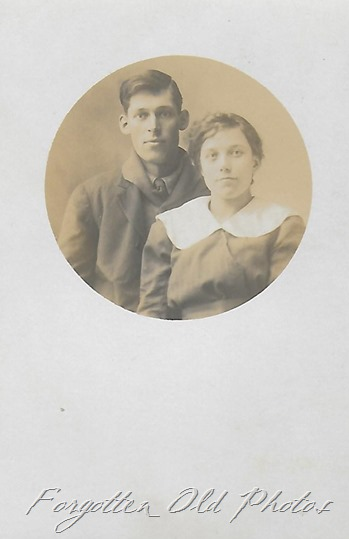 Couple AZo postcard Crosby ant