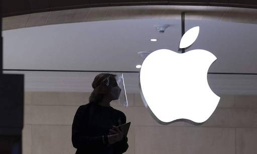 Security guard stabbed over mask policy dispute at NYC Apple store