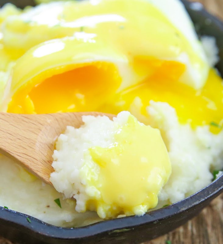 photo of a spoonful of grits topped with hollandaise