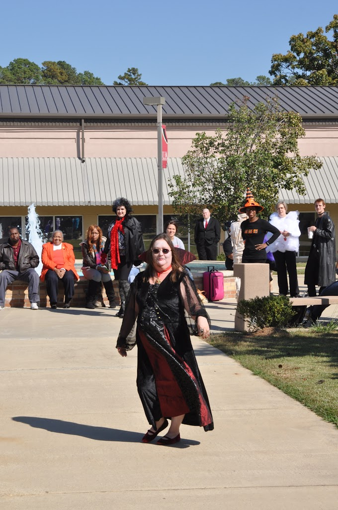 Halloween Costume Contest 2012 - DSC_0202.JPG