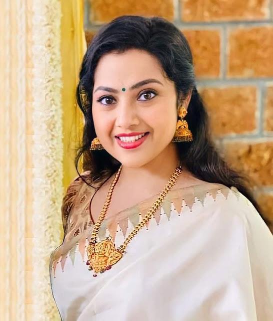 Telugu  Actress Meena Hot
