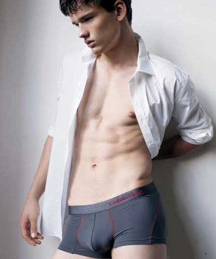 Simon Nessman, desnudo