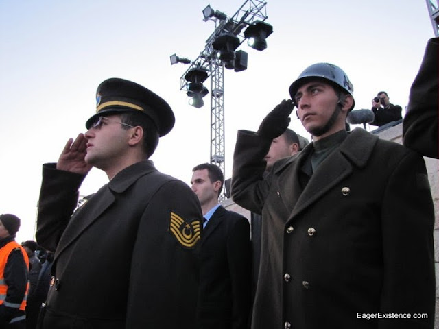 soldiers salute at the dawn service