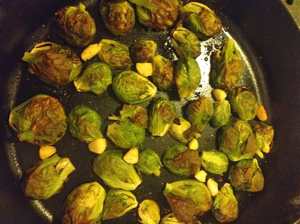 Garlicky roasted brussel sprouts