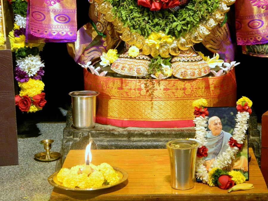 ISKCON Pune NVCC Deity Darshan 01 Jan 2017 (8)