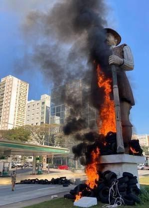 Vídeo: Preso por incêndio em estátua de Borba Gato diz que só levou pneus