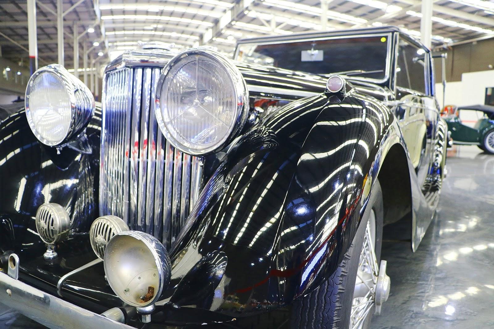 1939 Jaguar SS 3 1⁄2 DHC (06).jpg