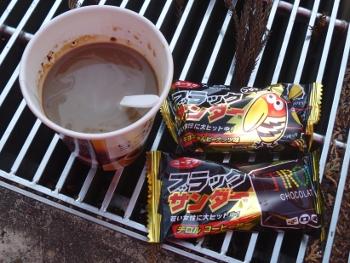 コーヒーとブラックサンダー