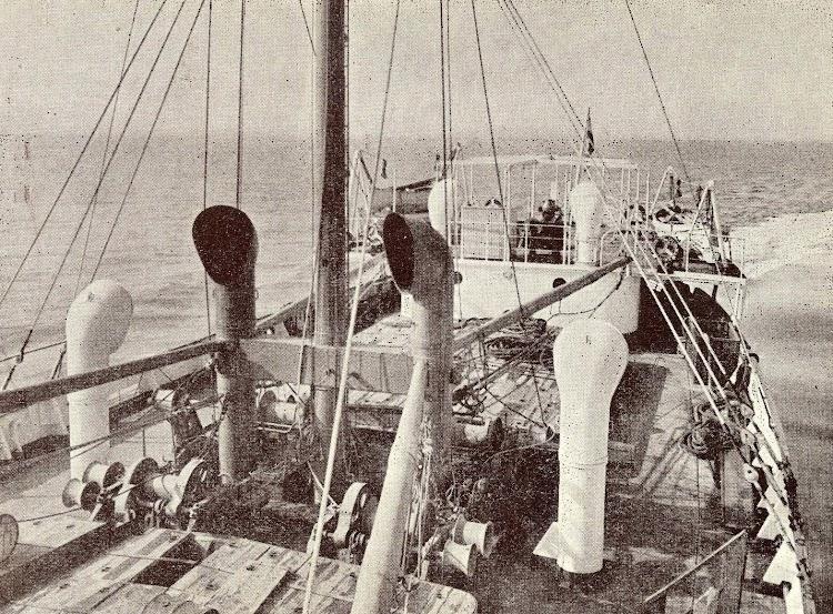5- Detalle de la cubierta de popa del CIUDAD DE SALAMANCA. Del libro Unión Naval de Levante. 1924-1949.jpg