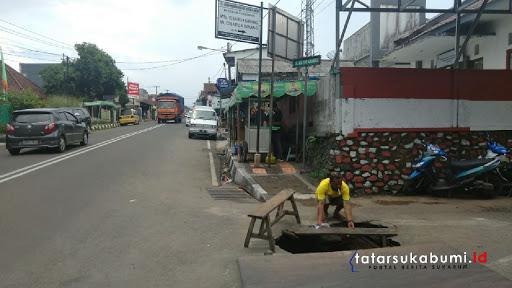 Jalan Amblas Hampir Tutup Akses Masuk Nangewer - Sukajaya Sukabumi
