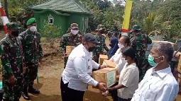 Bupati Tapsel Ucapkan Terima Kasih pada Tim Masev TNI AD  Berikan Sembago ke Warga