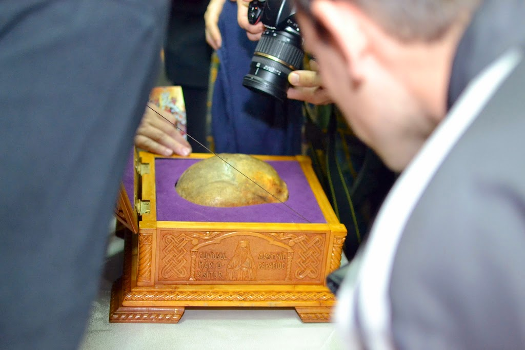 103 Avva Justin Parvu si Sfintii inchisorilor (Teatrul Luceafarul, Iasi, 2014.03.19)