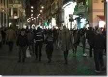 Due vigilesse in via Toledo